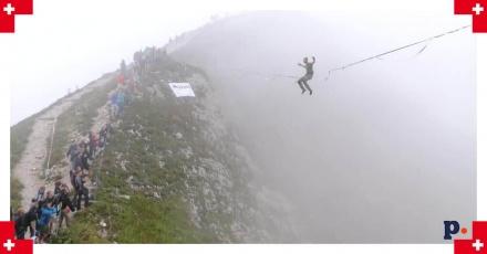 Akrobacje nad 450-metrową przepaścią. Zawody linoskoczków w Szwajcarii